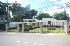 Vendo casa o  solar de esquina en Arroyo Hondo