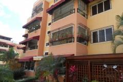 complejo cerrado y vigilado con amplias zonas verdes amplia  terraza  con acceso interno